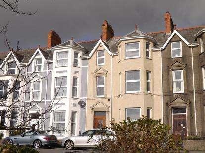 8 Bedrooms Terraced House for sale in Y Maes, Criccieth, Gwynedd, LL52