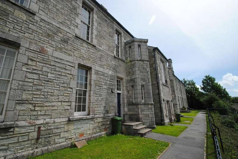 2 Bedrooms Terraced House for sale in Royffe Way, Bodmin