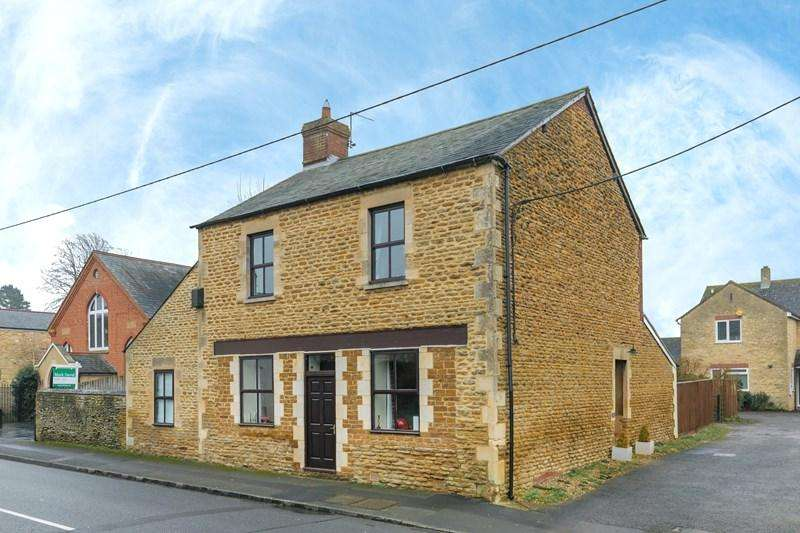 4 Bedrooms Detached House for sale in High Street, Croughton, Brackley