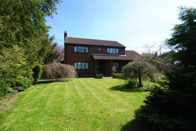 4 Bedrooms Detached House for sale in Woodrow Lane, Great Moulton, Norwich