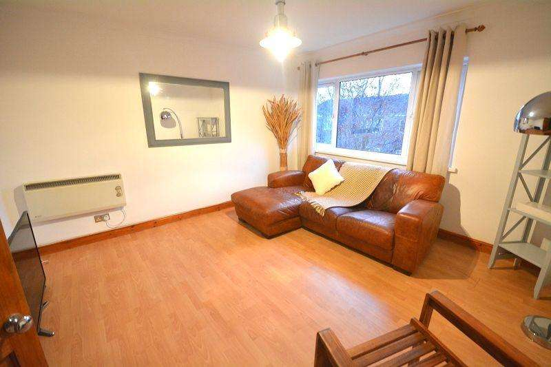 2 Bedrooms Flat for sale in Wentloog Close, Rumney, Cardiff, Cardiff. CF3