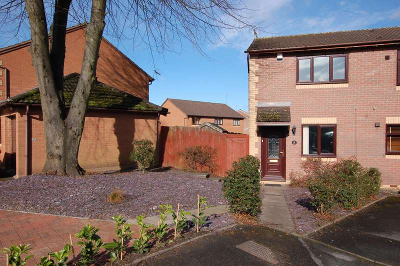 2 Bedrooms Semi Detached House for sale in Maple Grove, Kingswinford, DY6 8EJ