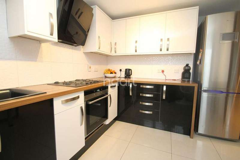 3 Bedrooms End Of Terrace House for sale in Latton Close, Walton On Thames