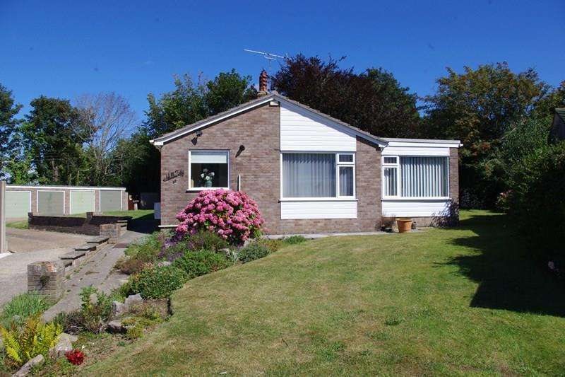 2 Bedrooms Bungalow for sale in Manor Fields, Bridport