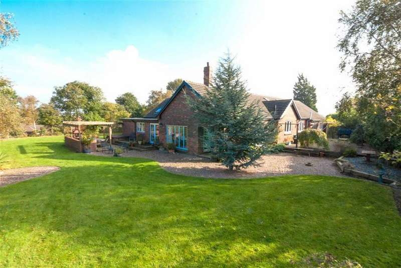 5 Bedrooms Detached House for sale in North Moor Lane, Halsall, L39