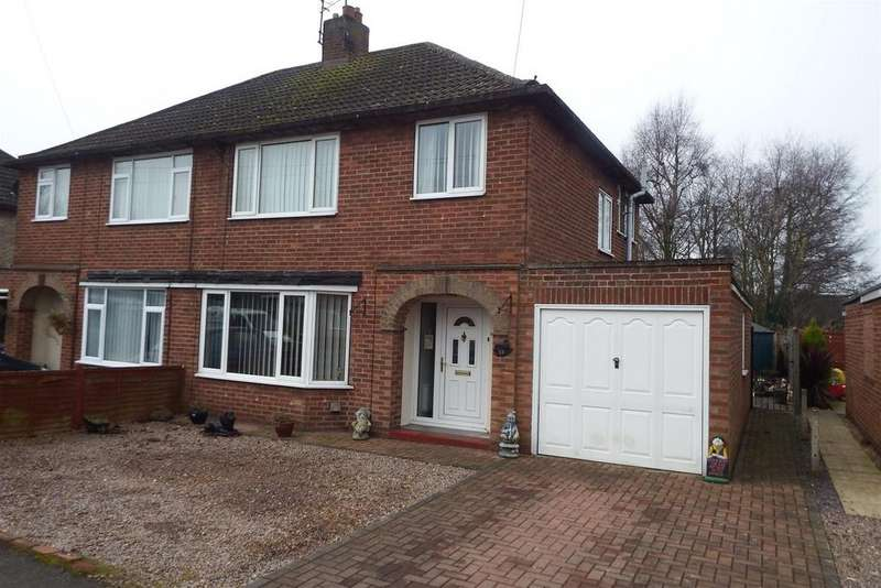 3 Bedrooms Semi Detached House for sale in Guildhall Drive, Pinchbeck