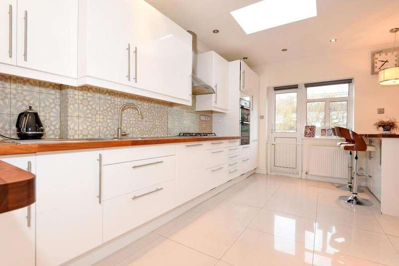 5 Bedrooms Terraced House for sale in Queens Avenue, Finchley Central, N3