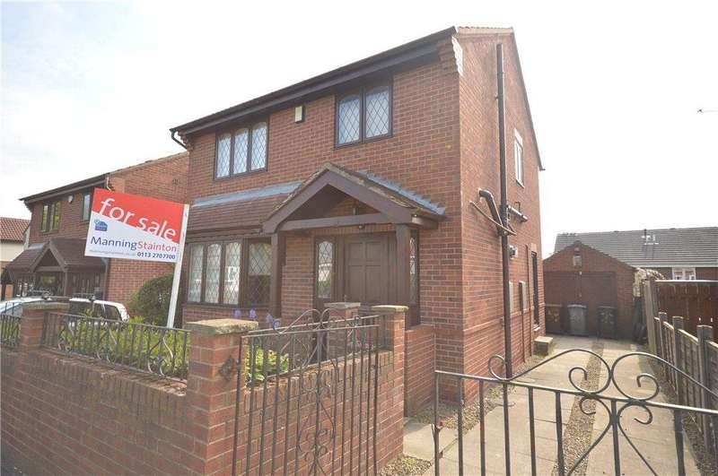 3 Bedrooms Detached House for sale in Thirlmere Gardens, Leeds