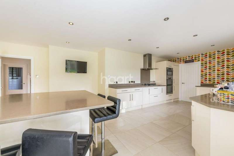 5 Bedrooms Detached House for sale in Turnberry Lane, Colingtree, Northampton