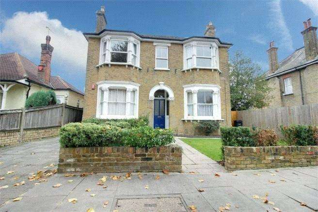 2 Bedrooms Apartment Flat for sale in Essex Road, Enfield, Greater London, EN2