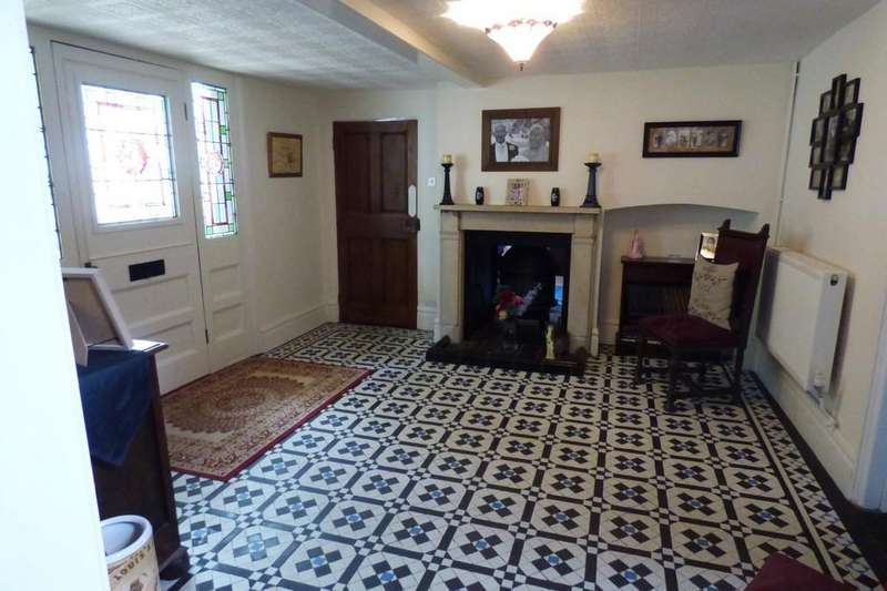 4 Bedrooms Detached House for sale in Park Street, Uttoxeter, ST14 7AQ
