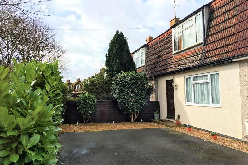 3 Bedrooms Terraced House for sale in Norreys Avenue, Wokingham, RG40 1UG