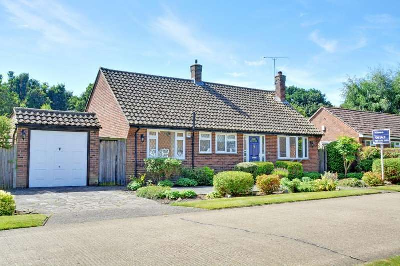 2 Bedrooms Detached Bungalow for sale in Homewood Crescent, Chislehurst, BR7
