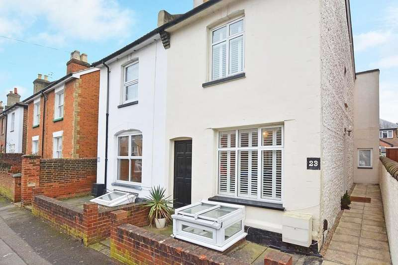 2 Bedrooms Semi Detached House for sale in Dapdune Road, Guildford