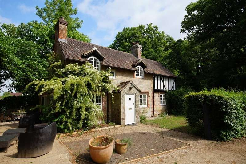 3 Bedrooms Cottage House for sale in Stedham, West Sussex