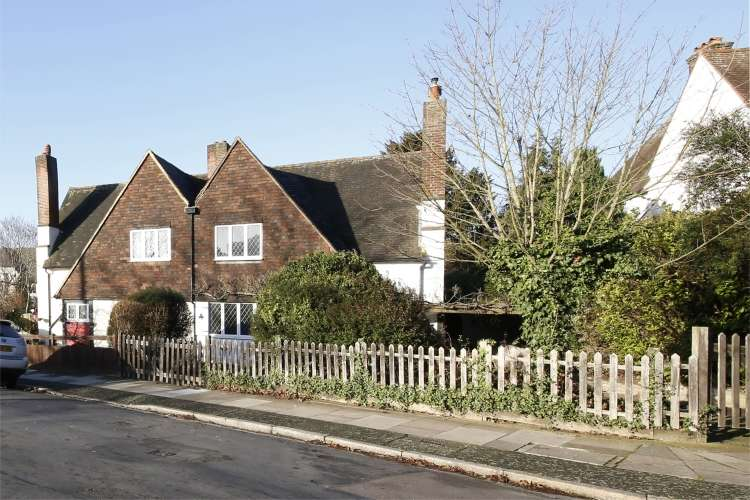 3 Bedrooms House for sale in Congreve Road Eltham SE9