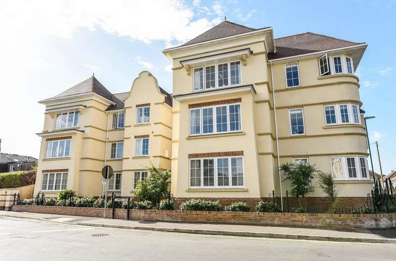 2 Bedrooms Flat for sale in Summerley Gate, Felpham Village, Bognor Regis, PO22