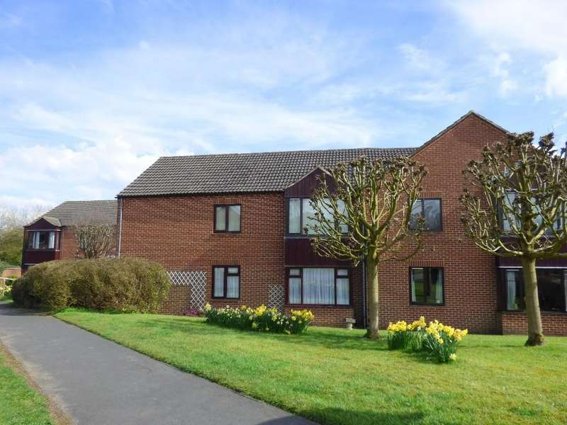 2 Bedrooms Maisonette Flat for sale in Wyaston Gardens, Willow Meadow Road, Ashbourne