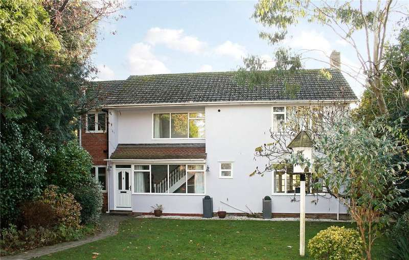4 Bedrooms Detached House for sale in Torberry Drive, Petersfield, Hampshire, GU31