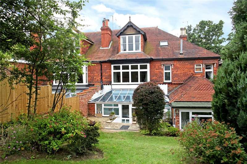 2 Bedrooms Flat for sale in Carn Brae, Horsham Road, Dorking, Surrey, RH4