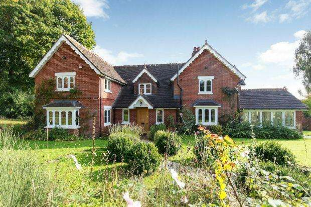 5 Bedrooms Detached House for sale in Braishfield