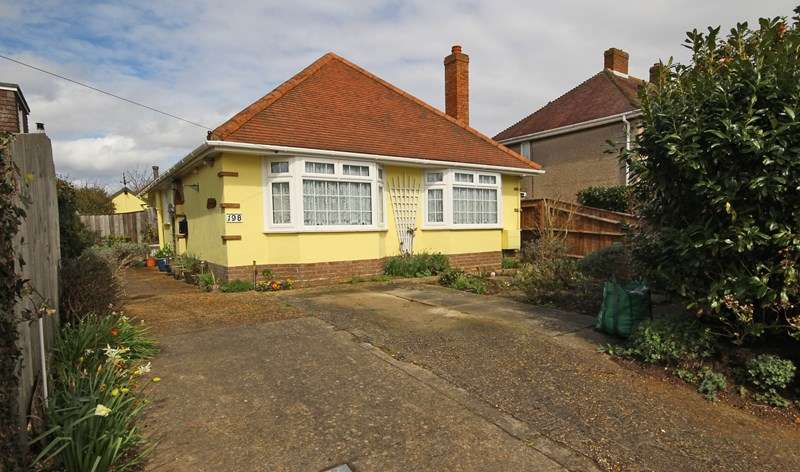 3 Bedrooms Detached Bungalow for sale in Gore Road, New Milton