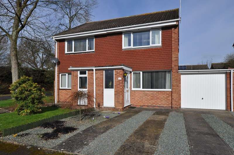 2 Bedrooms Semi Detached House for sale in Prestbury Close, Winyates Green, Redditch
