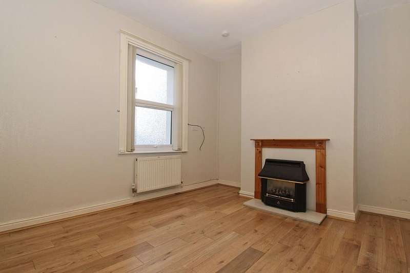 2 Bedrooms Terraced House for sale in Margaret Street, Caernarfon, North Wales