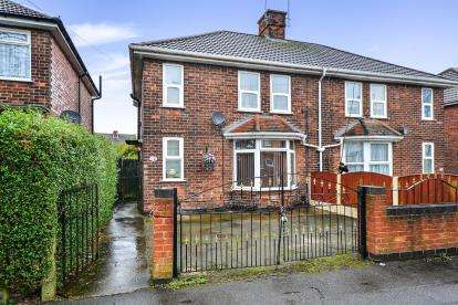 3 Bedrooms Semi Detached House for sale in Collins Avenue, Sutton-In-Ashfield, Nottinghamshire, Notts