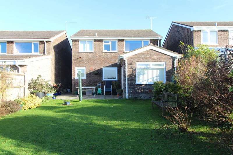 4 Bedrooms Detached House for sale in Central location in Yatton