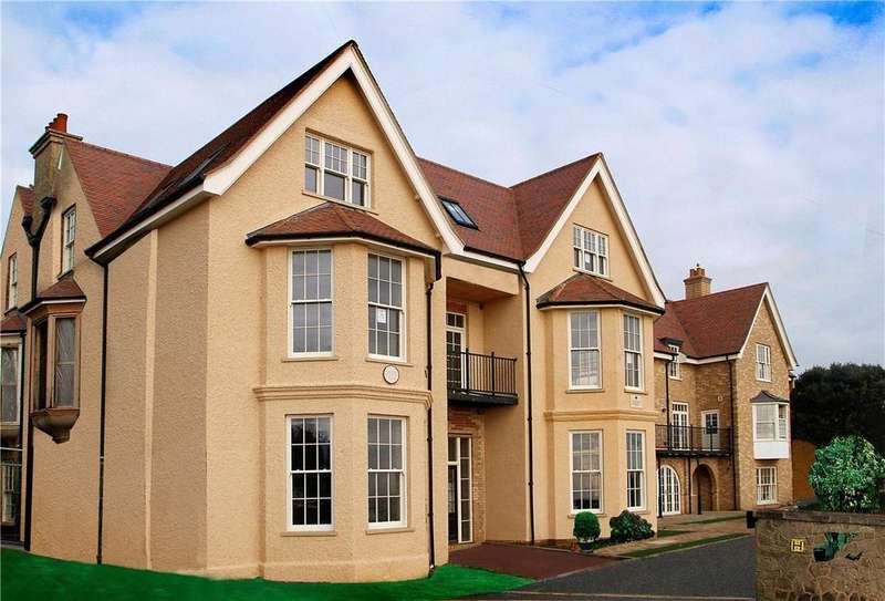 2 Bedrooms Apartment Flat for sale in Cautley House, Undercliff Road East, Felixstowe, Suffolk, IP11