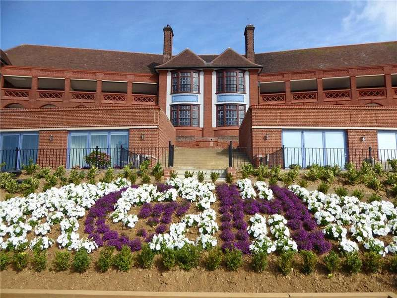 2 Bedrooms Apartment Flat for sale in The Bartlet, Undercliff Road East, Felixstowe, Suffolk, IP11