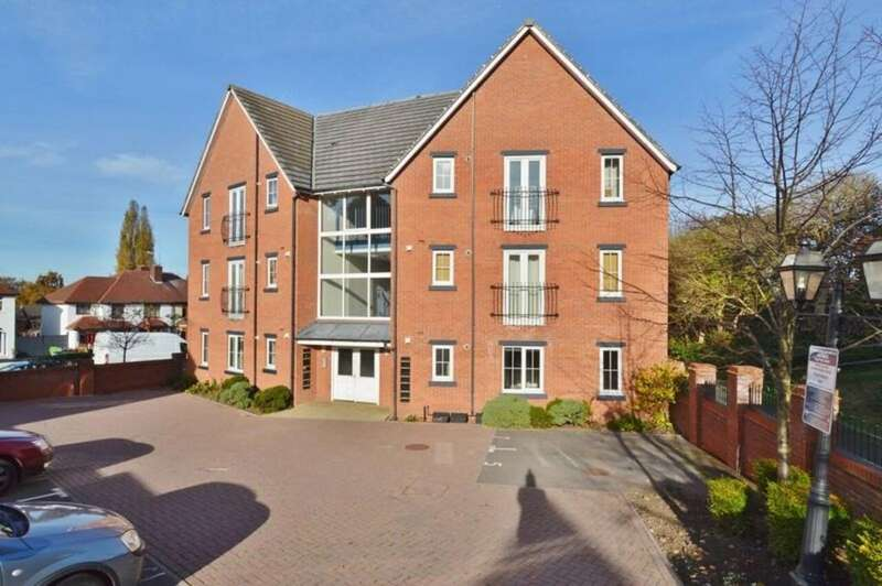 2 Bedrooms Ground Flat for sale in Pear Tree Court, Rugeley