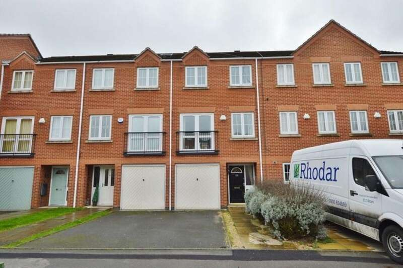3 Bedrooms Terraced House for sale in Eaton Drive, Rugeley