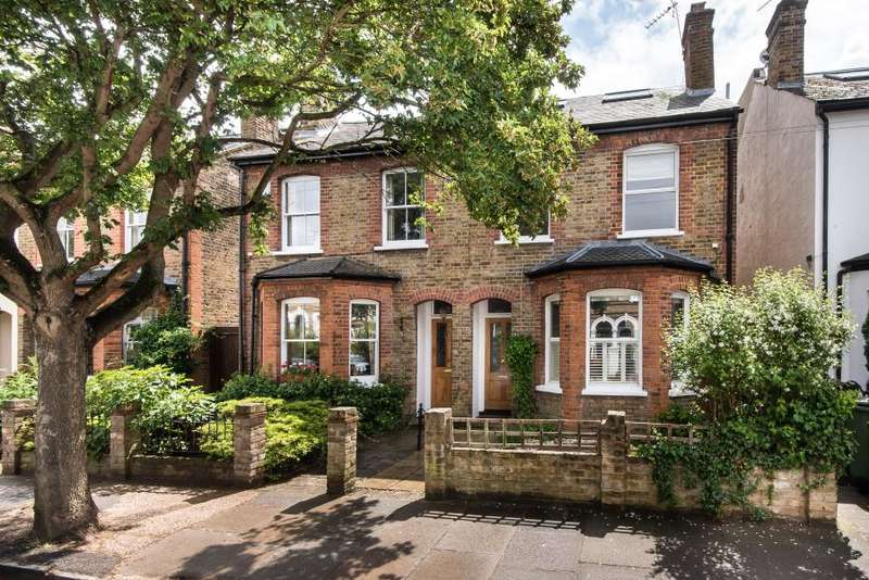 4 Bedrooms Semi Detached House for sale in Haggard Road, Marble Hill, TW1