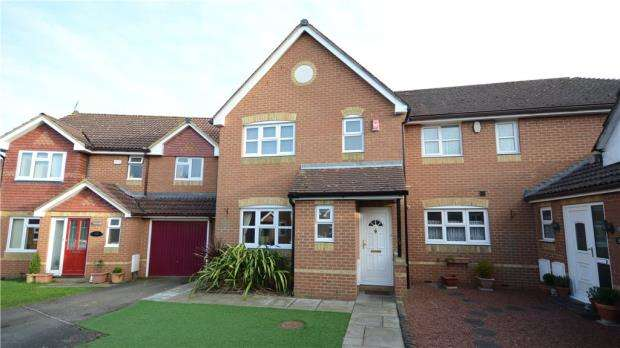 3 Bedrooms Semi Detached House for sale in Francis Gardens, Warfield