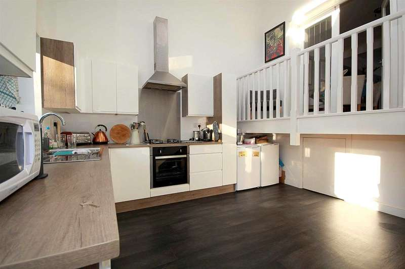 3 Bedrooms Semi Detached House for sale in NASH MILLS EXTENDED 3 BED WITH GARAGE IN Belswains Lane