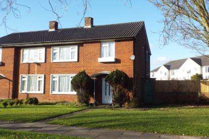Semi Detached House for sale in Reservoir Road, Oakwood, London