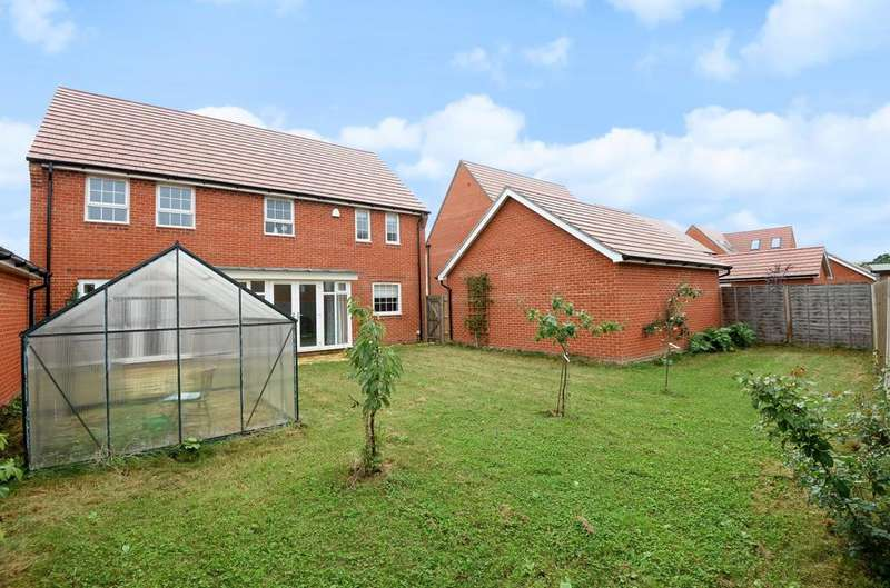 4 Bedrooms Detached House for sale in Manor Farm Close, Denvilles, PO9