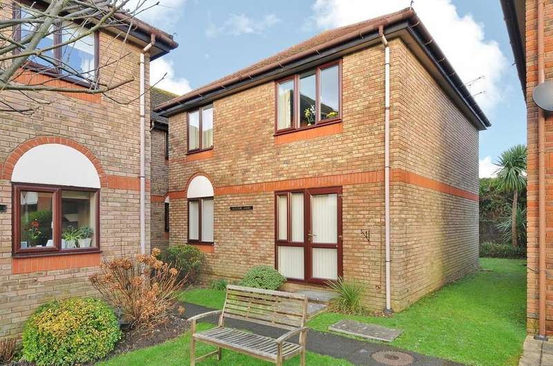2 Bedrooms Flat for sale in Claxton Court, Tideysmill, High Street, Partridge Green, RH13