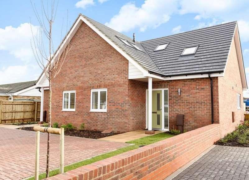 3 Bedrooms Semi Detached House for sale in Renoir Mews, Bersted, Bognor Regis, PO22