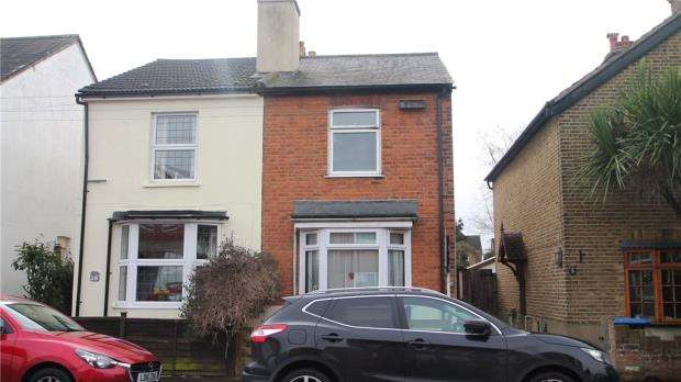 3 Bedrooms Semi Detached House for sale in Hythe Park Road, Egham, Surrey