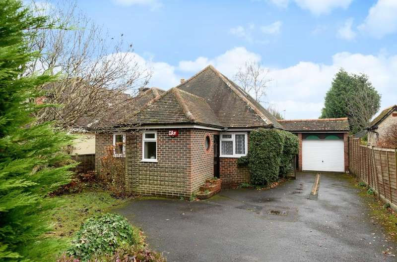3 Bedrooms Detached House for sale in Heath Road East, Petersfield, GU31