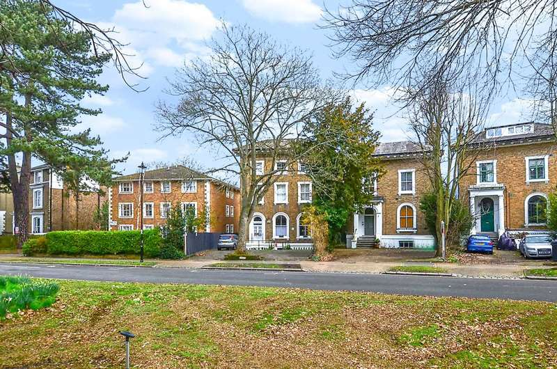2 Bedrooms Flat for sale in The Waldrons, South Croydon, CR0