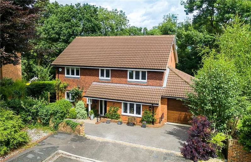 4 Bedrooms Detached House for sale in Woodmancourt, Godalming, Surrey, GU7