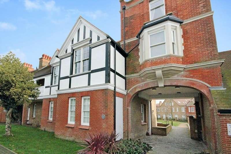 2 Bedrooms Apartment Flat for sale in East Lodge, Upper Shoreham Road, Shoreham-by-Sea, BN43 6BT