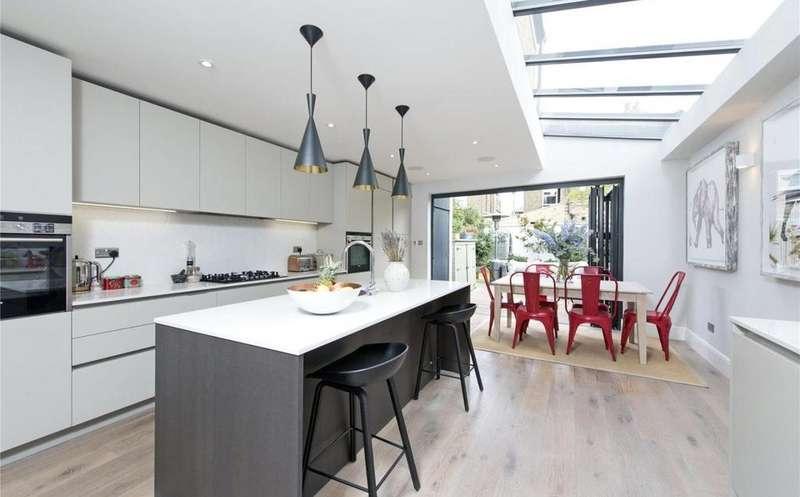 4 Bedrooms Terraced House for sale in Trott Street, Battersea, SW11
