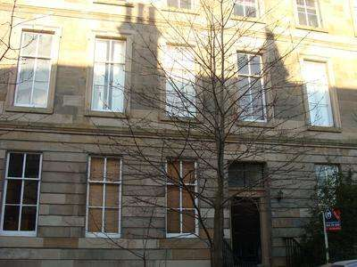 3 Bedrooms Flat for rent in Ruskin Place, West End, Glasgow