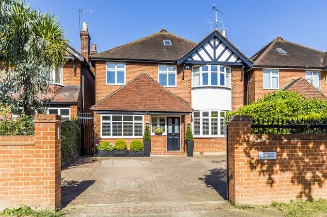 4 Bedrooms Detached House for rent in Hartington Road, London