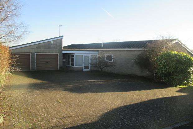 2 Bedrooms Detached Bungalow for sale in Wishing Stone Way, Matlock, DE4
